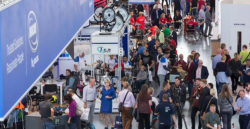 Foto: Many visitors in a trade fair hall